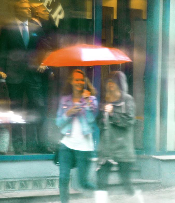 Umbrella Girls © Jan Oberg 2013