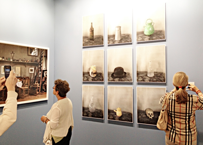 Cézanne's studioexhibit  to the left and the single objects in it to the right. By Joel Meyerowitz.