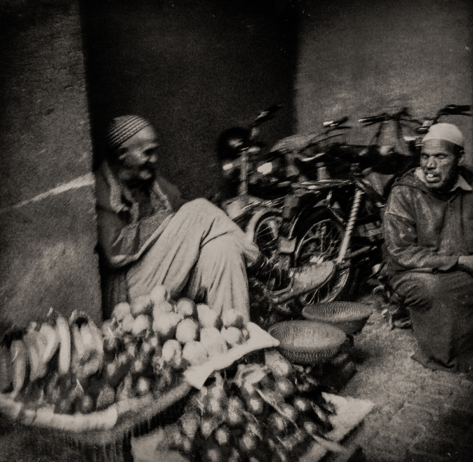 Conversation - Marrakech © Jan Oberg 2015