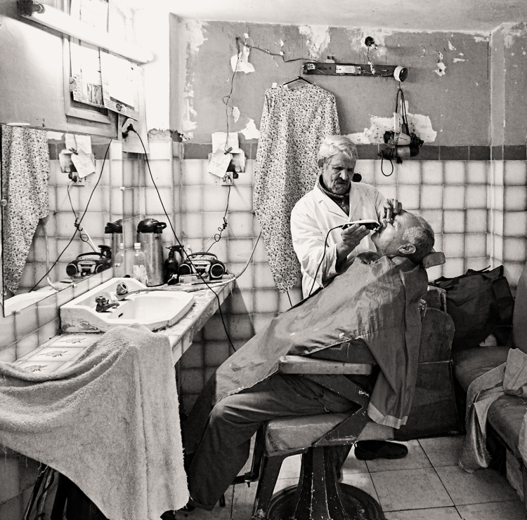 Barber Lahcen # 6 © Jan Oberg 2015