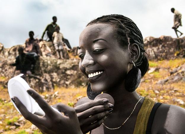 Inès # 6 (MakeUp) - Burundi - © Jan Oberg 2010